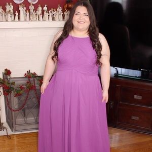 Lilac gown dress size 26 fits 22/24